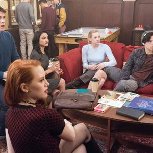 Photo Camila Mendes, Casey Cott, Cole Sprouse, Lili Reinhart, Madelaine Petsch