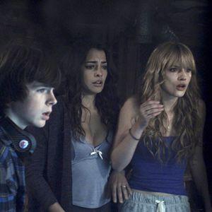 Keep Watching : Photo Bella Thorne, Chandler Riggs, Natalie Martinez