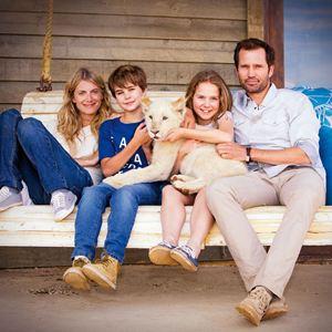 Mia et le Lion Blanc : Photo Daniah De Villiers, Langley Kirkwood, Mélanie Laurent, Ryan McLennan