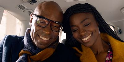 """Il a déjà tes yeux : la série France 2 sera un """"Fais pas ci, fais pas ça coloré"""" selon Lucien Jean-Baptiste"""