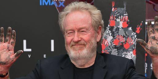 Ridley Scott laisse ses empreintes sur le Walk of Fame