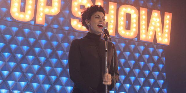 Bande-annonce C'est tout pour moi : de la danse au stand-up, l'humoriste Nawell Madani raconte son parcours