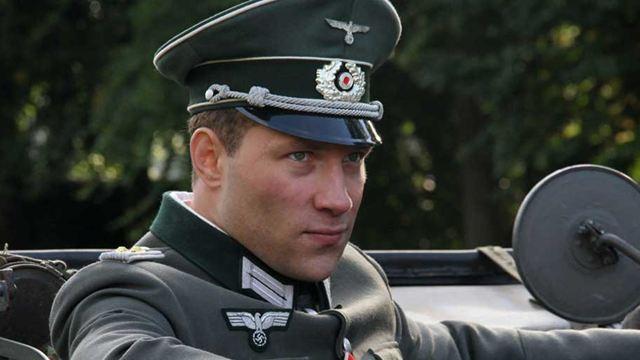 Extrait Trahisons : L'officier nazi Jai Courtney doit débusquer un agent infiltré