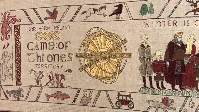 Game of Thrones : une tapisserie de 87 mètres raconte la série... et même le gobelet Starbucks