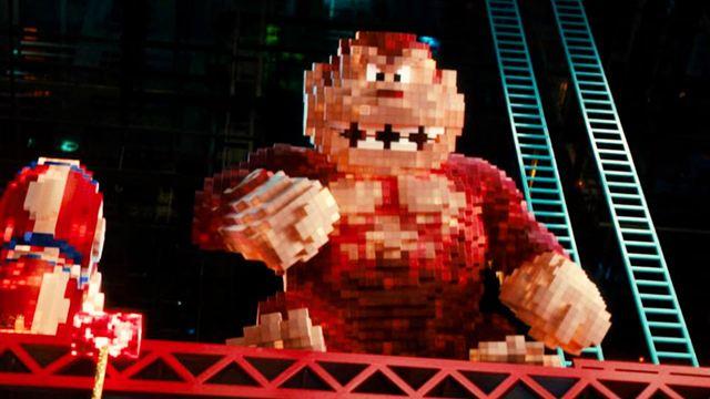 Pixels peter dinklage affronte pac man dans la bande annonce news films vu sur le web allocin - Coloriage pac man ...