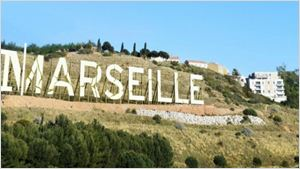 """Netflix dévoile un """"Hollywood Sign"""" pour sa série Marseille"""