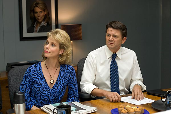 L'Abominable vérité : Photo Cheryl Hines, John Michael Higgins, Robert Luketic