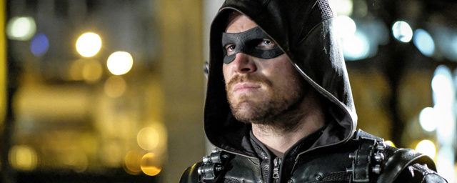 "Arrow : Stephen Amell annonce un ""cameo secret"" dans le final de la saison 5"