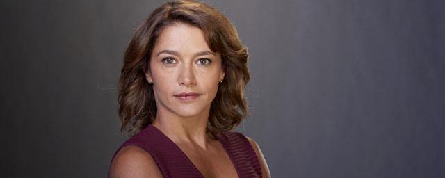 """Emma de Caunes dans Ransom sur TF1 """"Je suis accro aux séries, j'en regarde 17 en même temps !"""" [INTERVIEW]"""