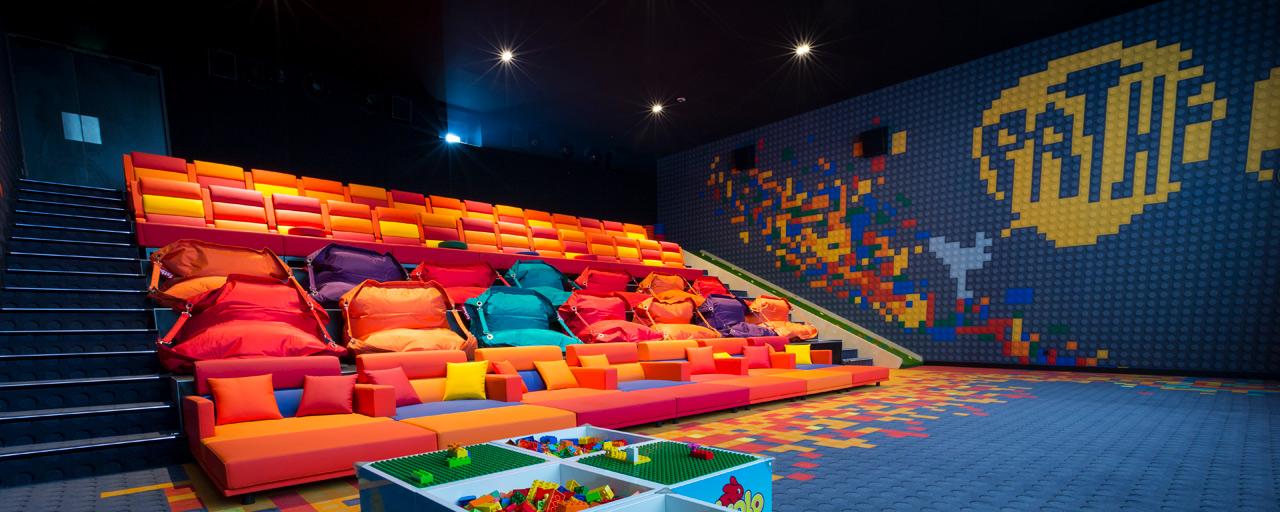 salle m mes une salle de cin ma d di e aux enfants ouvre paris allocin. Black Bedroom Furniture Sets. Home Design Ideas
