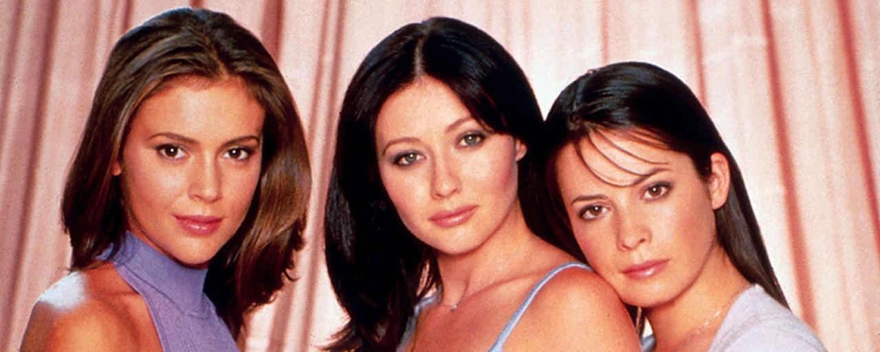 charmed premi re photo du reboot avec les trois actrices r unies news s ries allocin. Black Bedroom Furniture Sets. Home Design Ideas