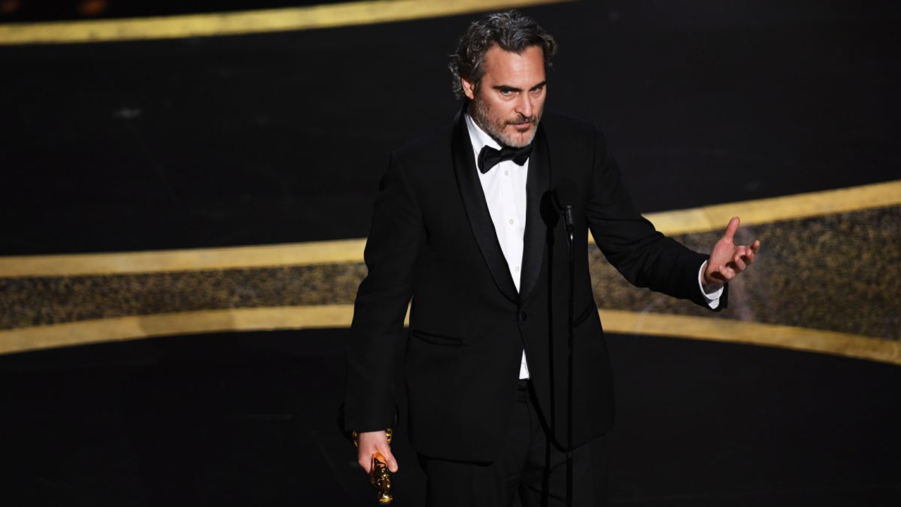 Oscars 2020 : Joaquin Phoenix rend hommage à son frère disparu et livre un discours engagé
