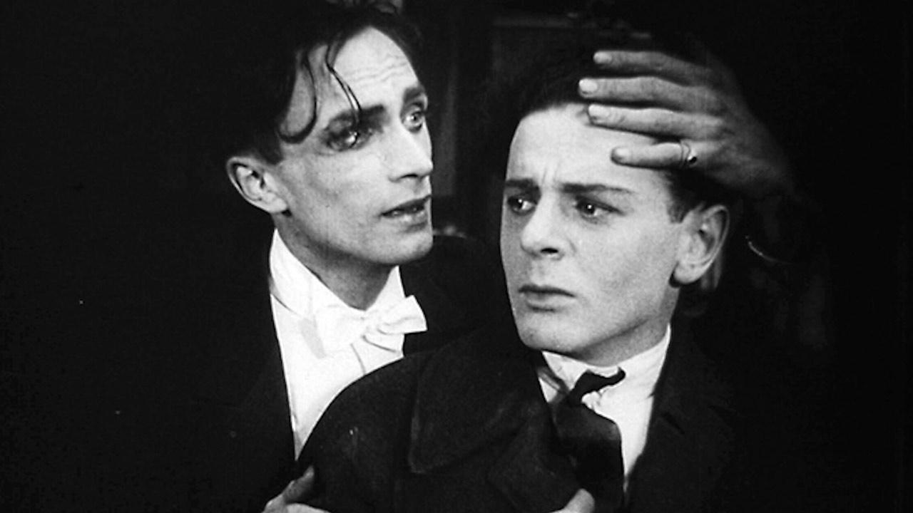 Au fait... Quel est le tout premier film à avoir évoqué l'homosexualité ?