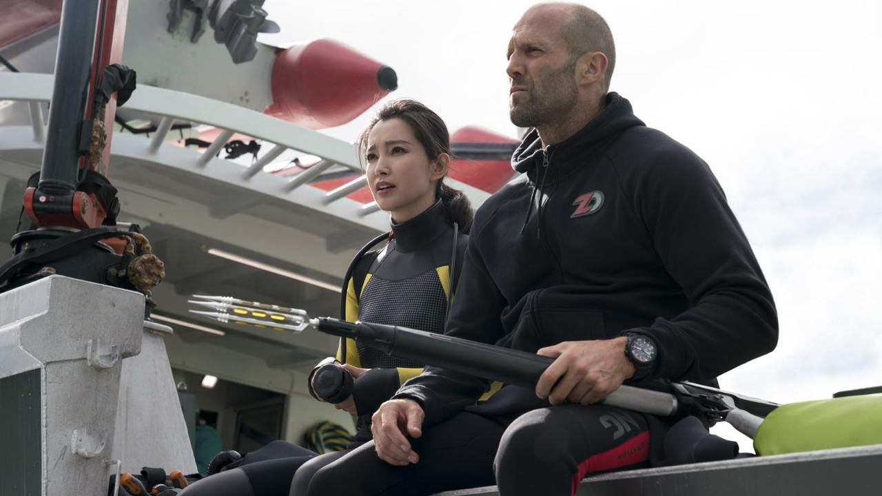 En eaux troubles avec Jason Statham sur TF1 : pourquoi ce film de requin est resté dans les tiroirs pendant 20 ans