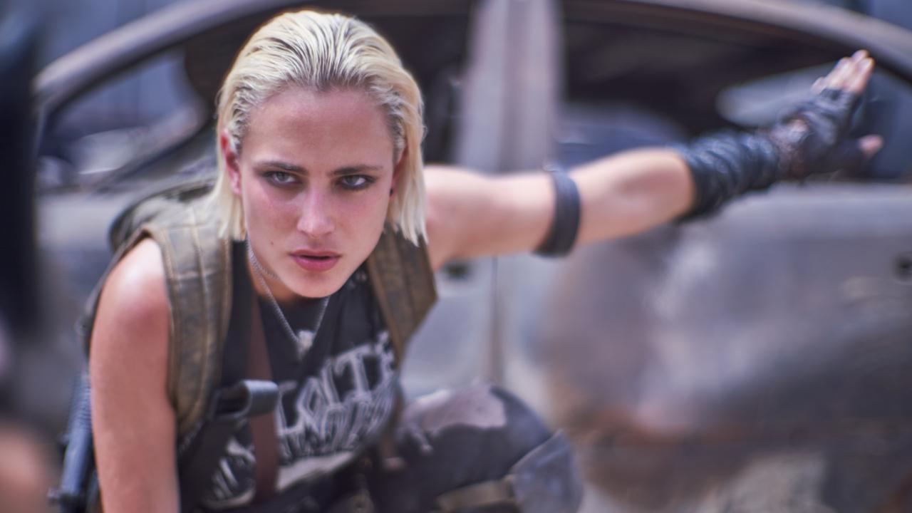 """Army of the Dead sur Netflix : """"Zack Snyder a réinventé le film de zombies"""" selon Nora Arnezeder"""