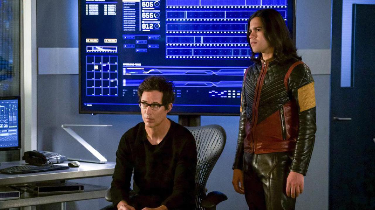 The Flash :  Tom Cavanagh (Harrison Wells) et Carlos Valdes (Cisco) quittent la série