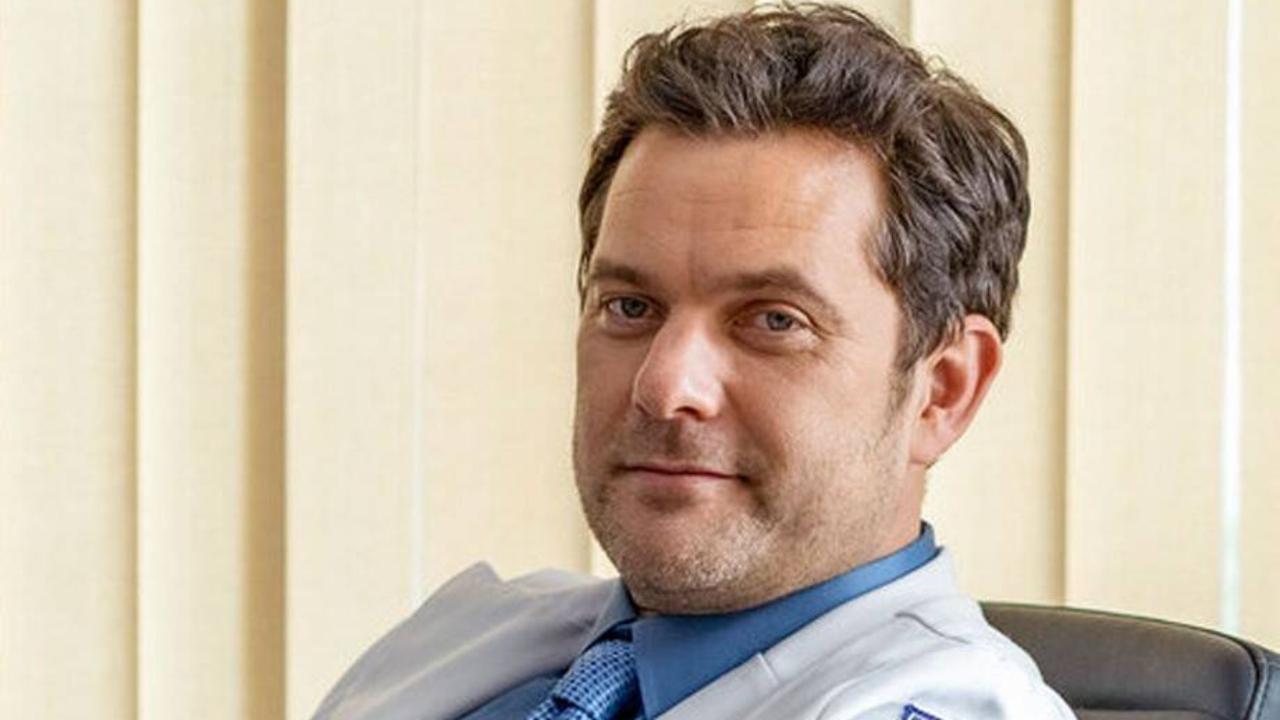 Dr Death: Joshua Jackson est un chirurgien serial-killer dans la bande-annonce de la mini-série