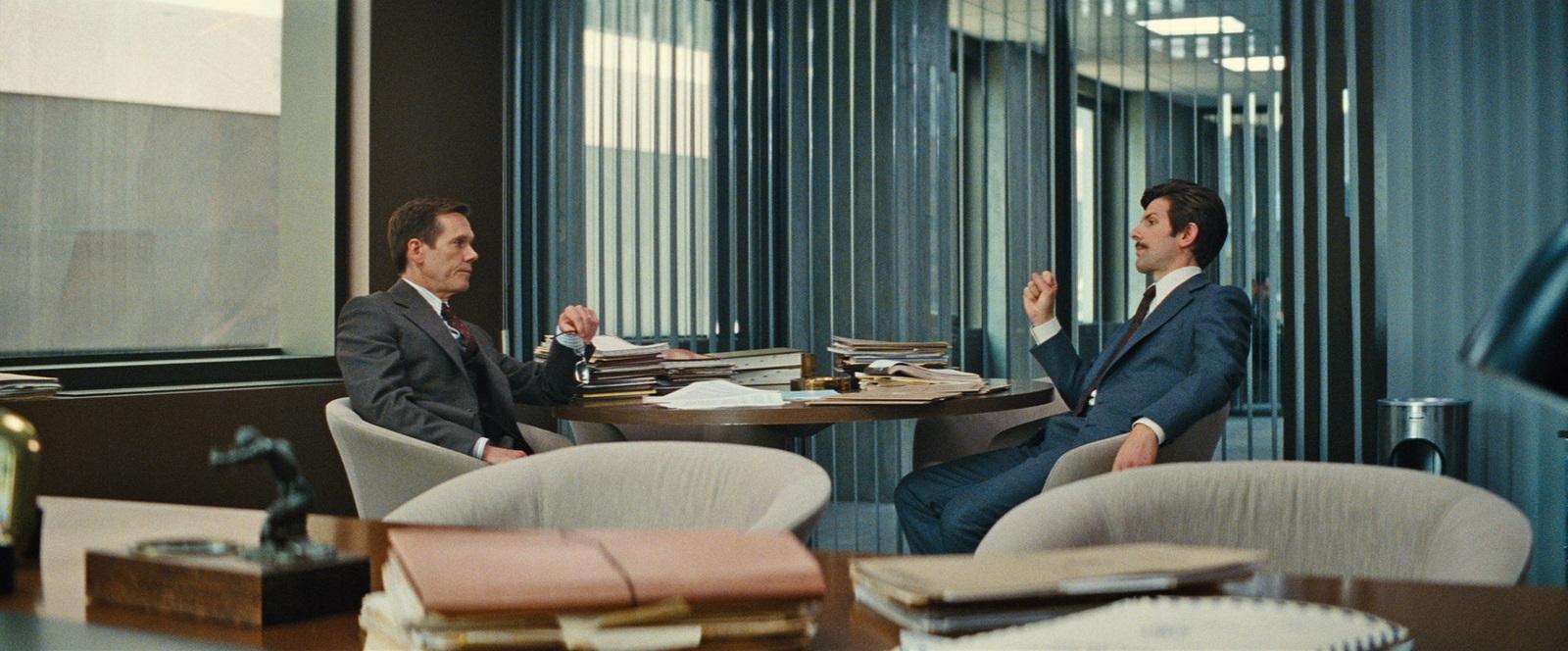 Kevin Bacon et Adam Scott jouent deux agants du FBI dans Strictly Criminal