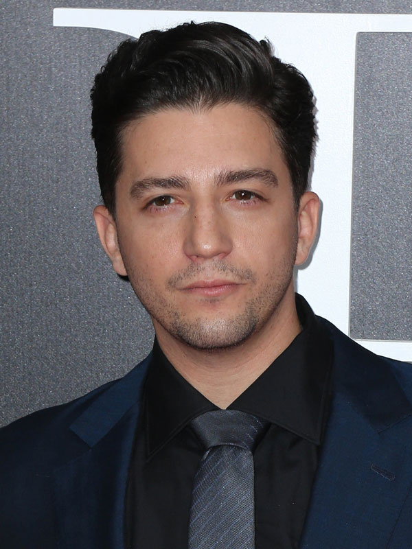 John Magaro Height Weight Body Statistics & Measurements