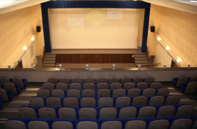 Cin  ma Le Royal...G Cinema
