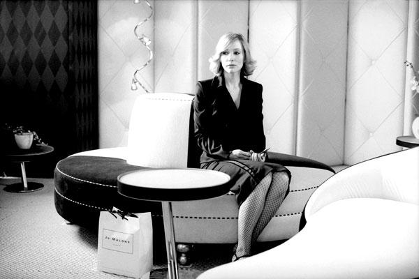 Coffee and cigarettes : Photo Cate Blanchett
