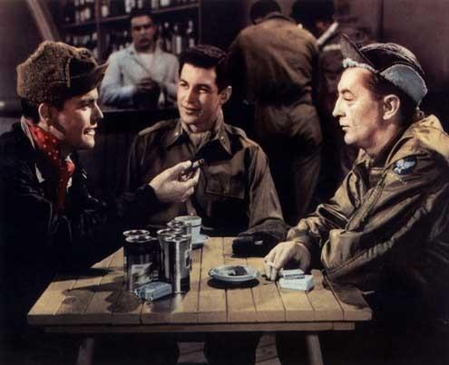 Flammes sur l'Asie : Photo Dick Powell, Robert Mitchum, Robert Wagner