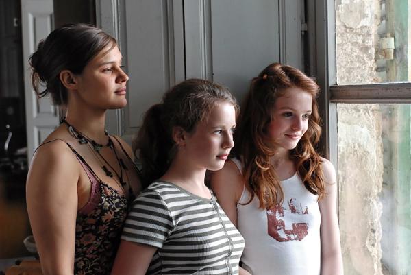 Merci, les enfants vont bien ! : Photo Marie Denarnaud, Rebecca Faura, Tilly Mandelbrot