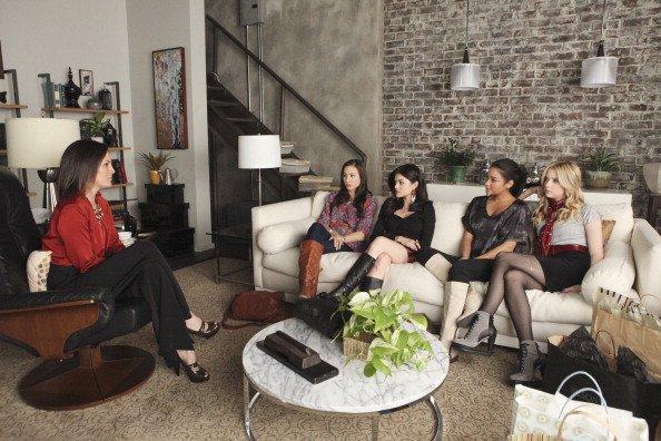 Photo Annabeth Gish, Ashley Benson, Lucy Hale, Shay Mitchell, Troian Bellisario