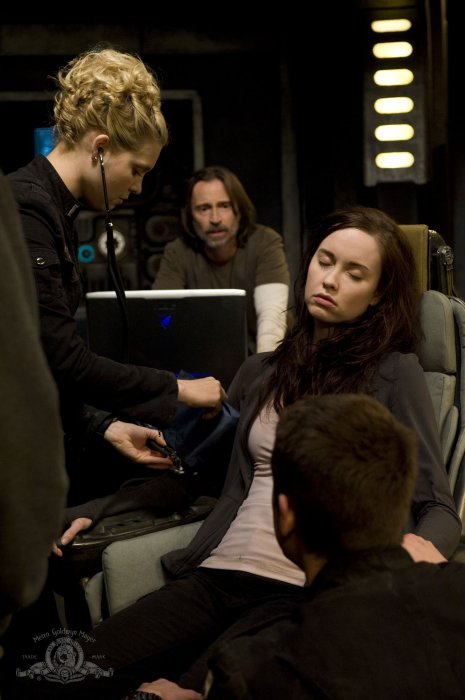Stargate Universe : Photo Alaina Huffman, Elyse Levesque, Robert Carlyle