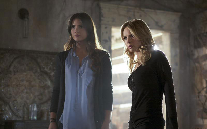 Photo Britt Robertson, Shelley Hennig