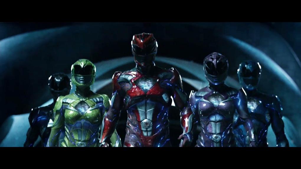 Les Power Rangers en marche et en tenue