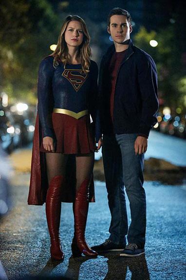 La Kryptonnienne (Melissa Benoist) et le Daxamite forment un duo peu commun.