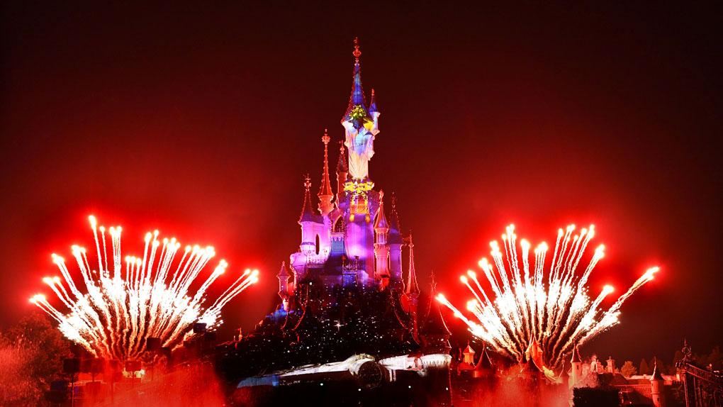 Revivez des moments cultes Star Wars™ dans le spectacle nocturne Disney Illuminations