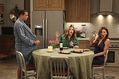 Photo Aly Michalka, Amber Tamblyn, Jon Cryer