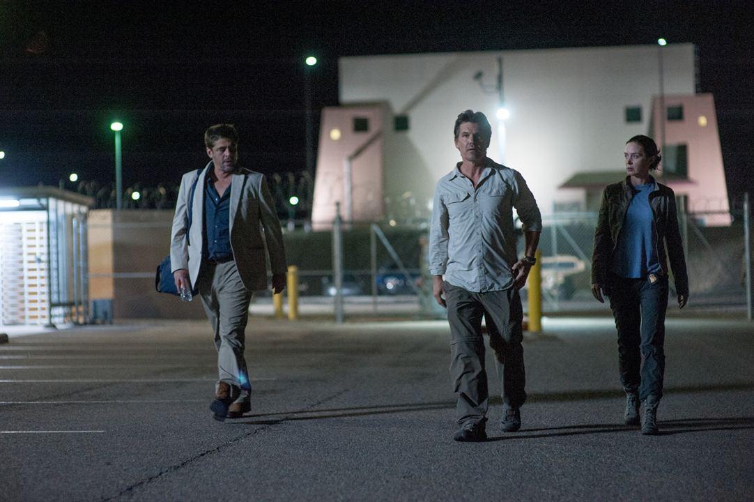 Sicario : Photo Benicio Del Toro, Emily Blunt, Josh Brolin