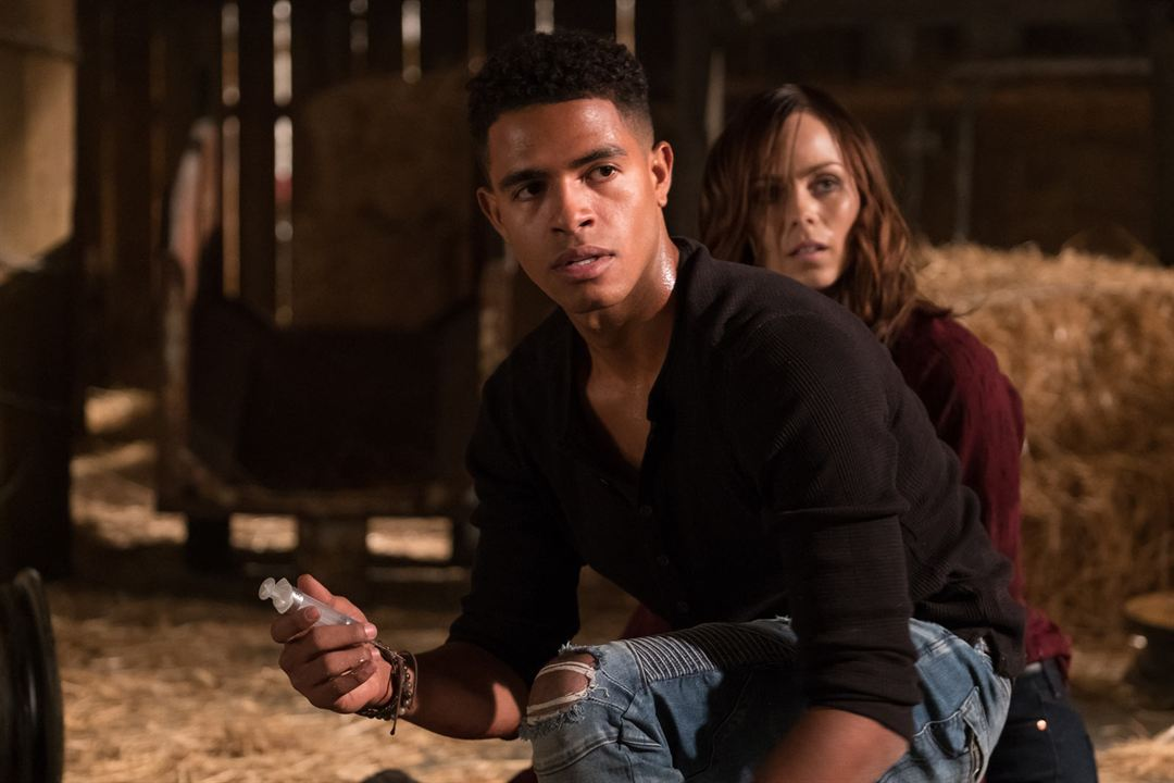 Jigsaw : Photo Laura Vandervoort, Mandela Van Peebles