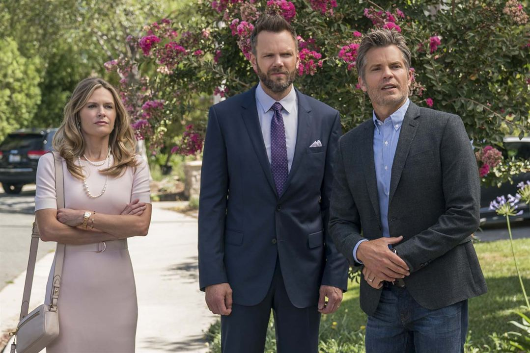 Photo Joel McHale, Maggie Lawson, Timothy Olyphant