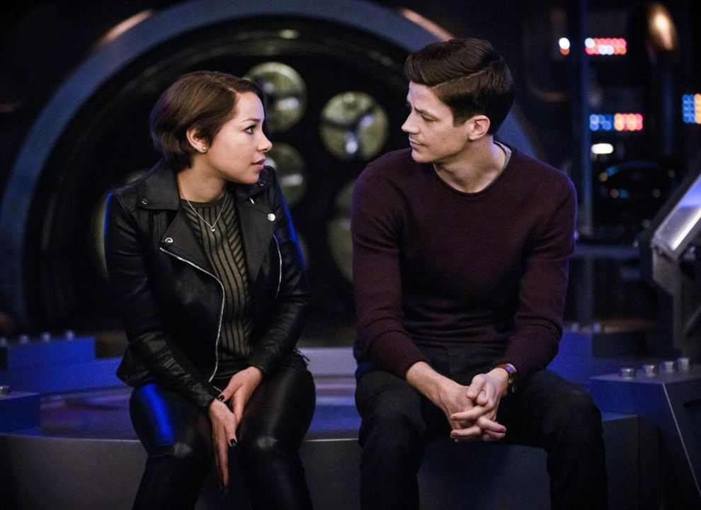 Photo Grant Gustin, Jessica Parker Kennedy
