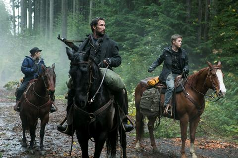 Photo Connor Jessup, Maxim Knight, Noah Wyle