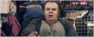 John C. Reilly méconnaissable dans le nouveau clip très dérangeant de Mr. Oizo
