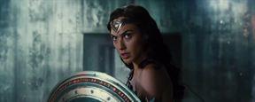 Justice League : la guerrière Wonder Woman tease la bande-annonce