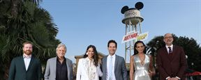 Paul Rudd, Evangeline Lilly, Michael Douglas et l'équipe de Ant-Man et la Guêpe prennent la pose à Disneyland Paris