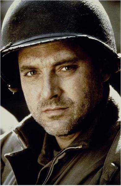 photo de tom sizemore dans le film il faut sauver le soldat ryan photo 23 sur 55 allocin. Black Bedroom Furniture Sets. Home Design Ideas