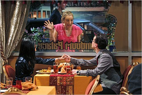 The Big Bang Theory : photo Aarti Mann, Johnny Galecki, Kaley Cuoco