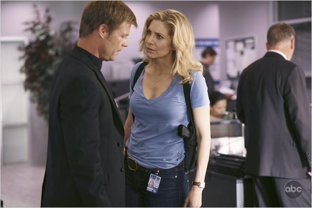 V (2009) : photo Elizabeth Mitchell, Joel Gretsch
