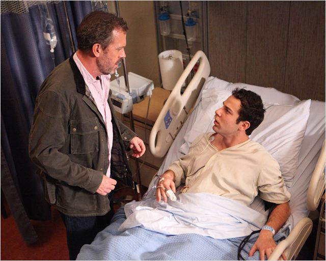 Dr House : photo Hugh Laurie, Skylar Astin