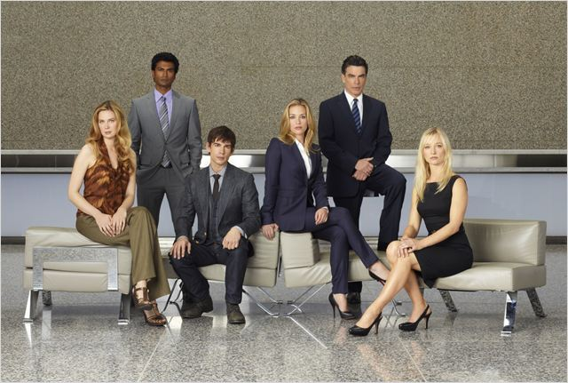 Covert Affairs : Photo Anne Dudek, Christopher Gorham, Kari Matchett, Peter Gallagher, Piper Perabo