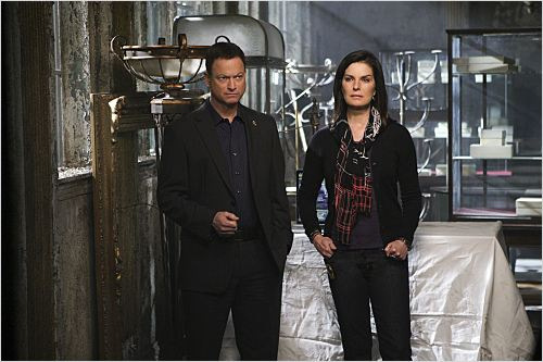Les Experts : Manhattan : Photo Gary Sinise, Sela Ward