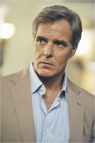 Revenge : photo Henry Czerny