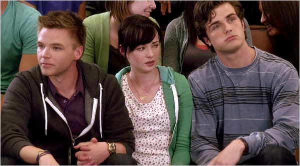 Photo Ashley Rickards, Beau Mirchoff, Brett Davern